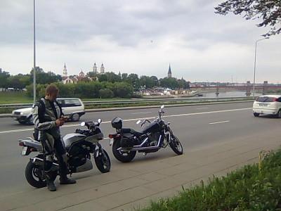 Grįžom per Dzūkiją, Metelių regionį parką, labai smagiais ir vaizdingais keliais. Kaunas pasitiko Hanzos dienų švente kitapus Nemumo.